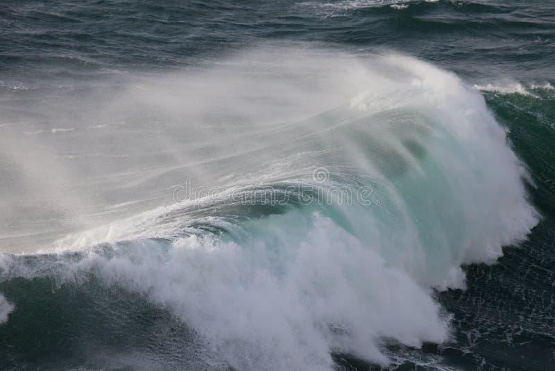 Δυνατά κύματα του Ατλαντικού Ωκεανού, Ponta de Sagres, Π στοκ εικόνα με δικαίωμα ελεύθερης χρήσης