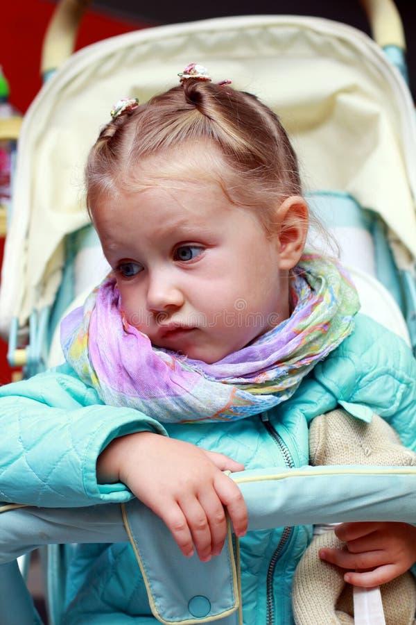 Δυσαρεστημένο μικρό κορίτσι στοκ φωτογραφία