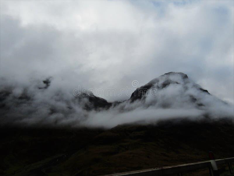Δυσοίωνα βουνά στοκ φωτογραφίες