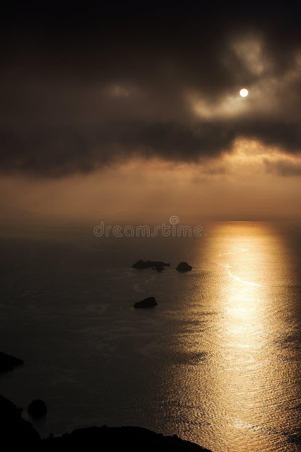 Δυσοίωνος ουρανός επάνω από τα νησιά λι Galli στοκ εικόνες