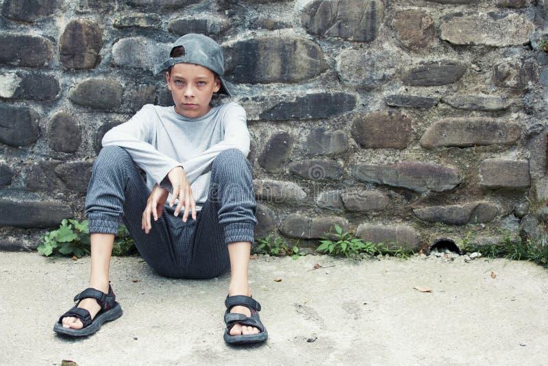 Δυστυχισμένος λυπημένος έφηβος υπαίθρια στοκ φωτογραφίες με δικαίωμα ελεύθερης χρήσης