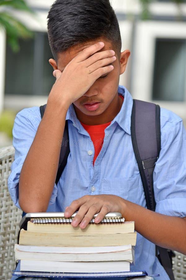 Δυστυχισμένος νεανικός σπουδαστής μειονότητας στοκ φωτογραφίες με δικαίωμα ελεύθερης χρήσης