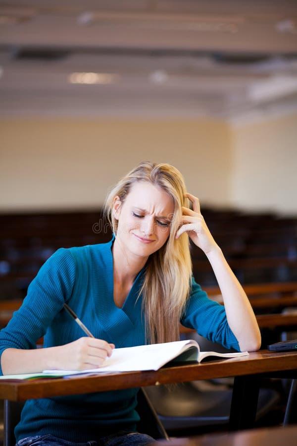 Δυστυχισμένος φοιτητής πανεπιστημίου στοκ εικόνες