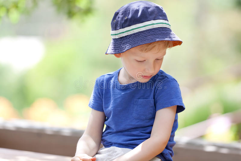 Δυστυχισμένο αγόρι στοκ φωτογραφίες με δικαίωμα ελεύθερης χρήσης