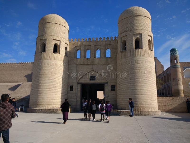 Δυτική πύλη στην παλαιά πόλη Khiva Ουζμπεκιστάν στοκ φωτογραφία με δικαίωμα ελεύθερης χρήσης