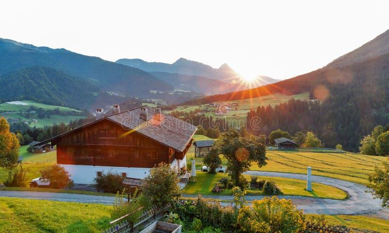 Δυτικό τοπίο του χωριού ανατολής Carinthia αλπικό, Αυστρία στοκ φωτογραφίες