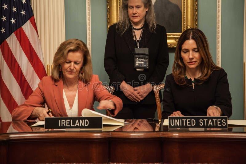 Δωδεκάμηνη ιρλανδική εργασία και ταξίδια (IWT) Μνημόνιο συμφωνίας στοκ φωτογραφίες