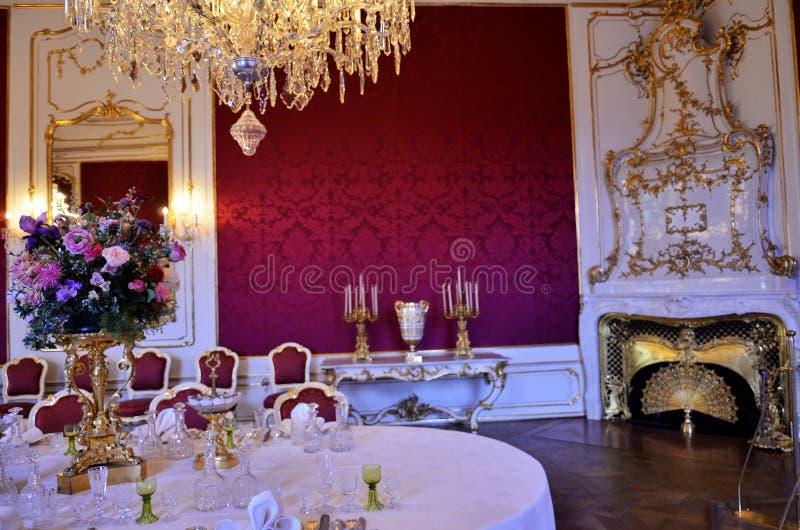 Δωμάτιο γευμάτων στο παλάτι στη Βιέννη στοκ φωτογραφίες