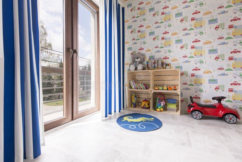 Δωμάτιο για έναν μικρό εραστή αυτοκινήτων στοκ φωτογραφία