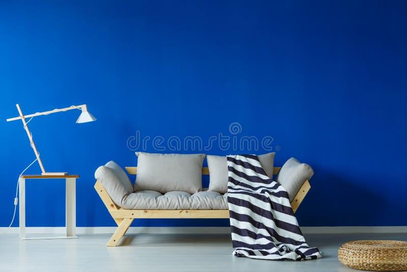 Δωμάτιο ημέρας Scandi με το κάλυμμα στοκ φωτογραφία