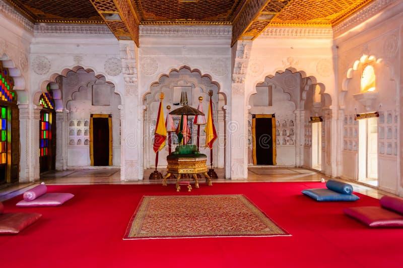 Δωμάτιο θρόνων και βασιλικό δικαστήριο του βασιλιά Marwar στοκ φωτογραφία με δικαίωμα ελεύθερης χρήσης