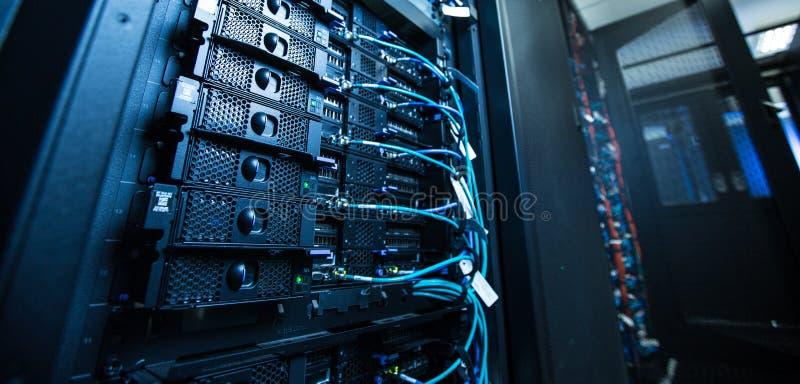 Δωμάτιο κεντρικών υπολογιστών δικτύων στοκ εικόνες με δικαίωμα ελεύθερης χρήσης