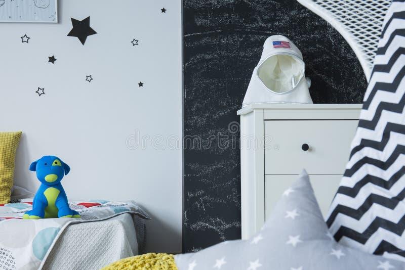 Δωμάτιο με τα γαλαξιακά κίνητρα στοκ εικόνα