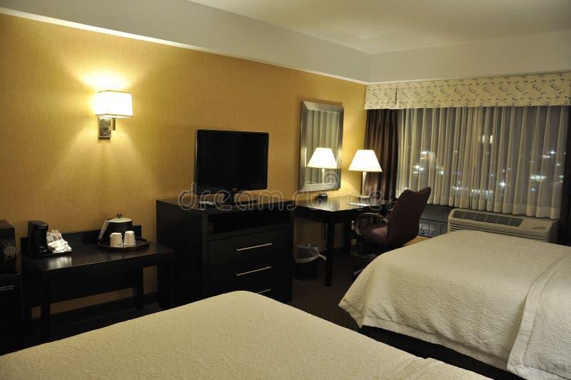 Δωμάτιο ξενοδοχείου με το σύγχρονο εσωτερικό στοκ εικόνα