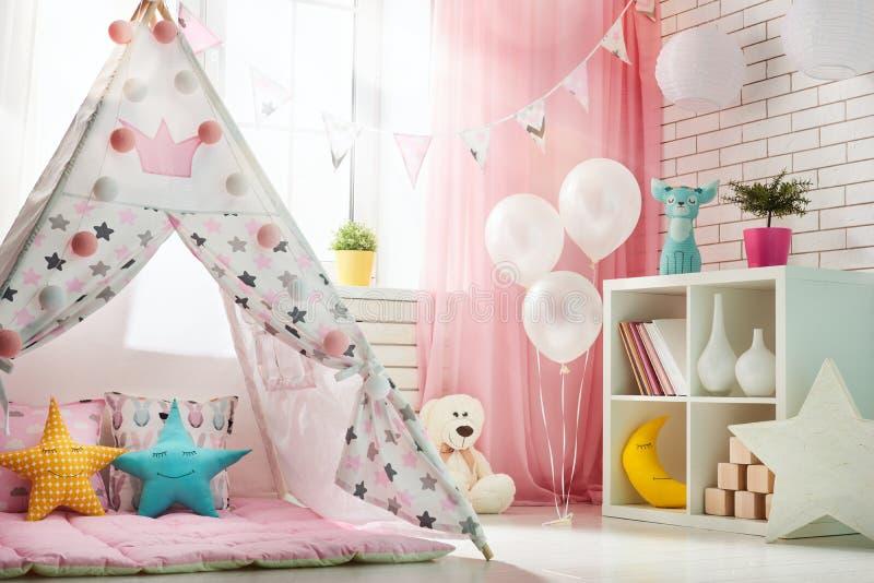 Δωμάτιο παιδιών με τη σκηνή παιχνιδιού στοκ εικόνες με δικαίωμα ελεύθερης χρήσης