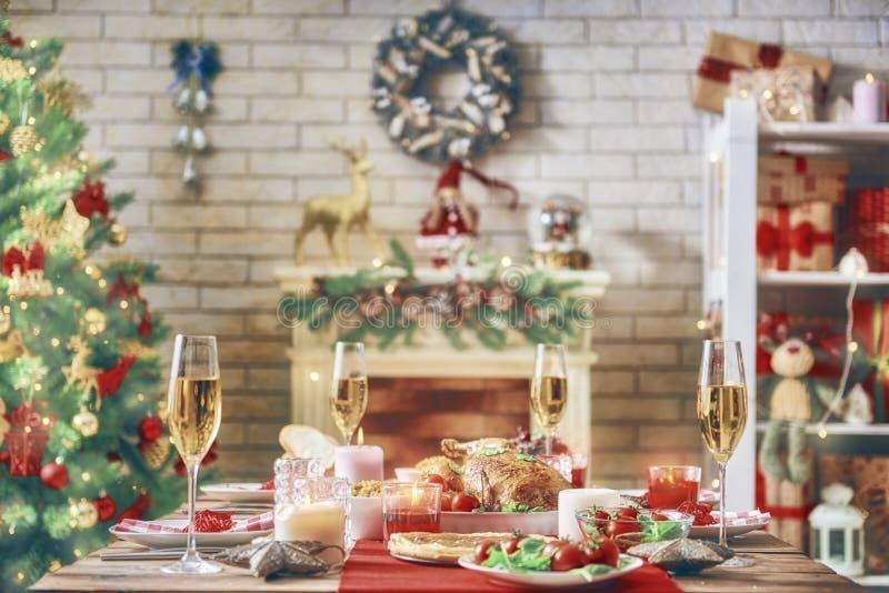 Δωμάτιο που διακοσμείται για τα Χριστούγεννα στοκ εικόνες
