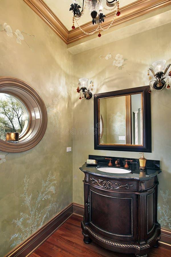 Δωμάτιο σκονών με το στρογγυλευμένο παράθυρο στοκ εικόνα με δικαίωμα ελεύθερης χρήσης