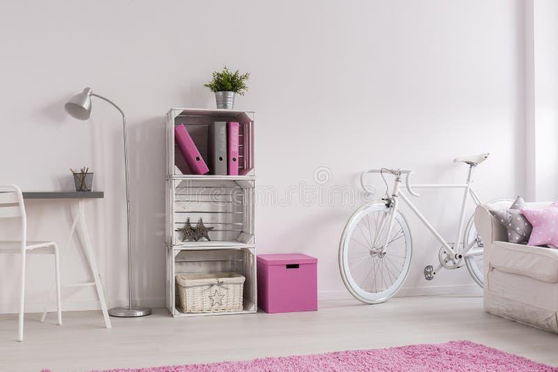 Δωμάτιο στο εκλεκτής ποιότητας ύφος πάντα καθιερώνον τη μόδα στοκ φωτογραφία με δικαίωμα ελεύθερης χρήσης