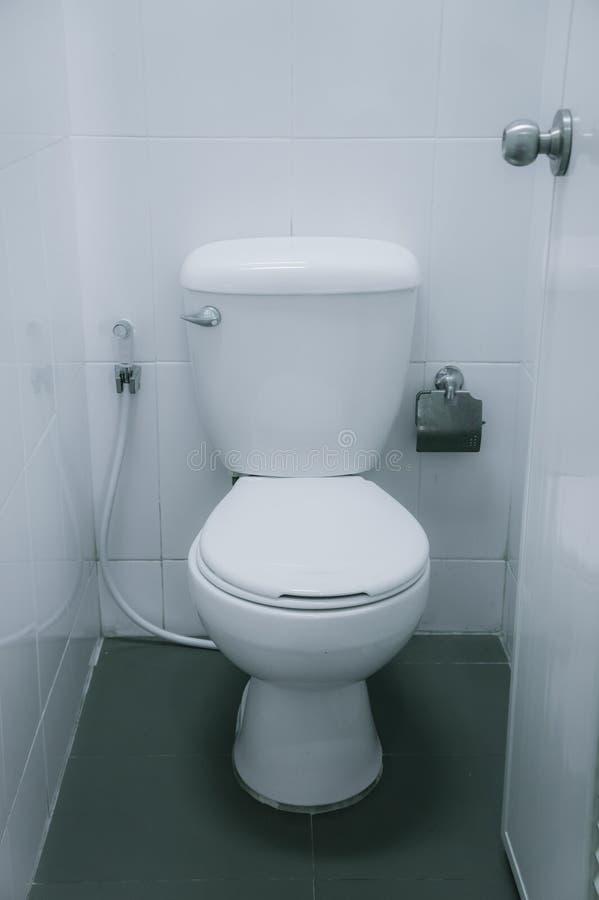 Δωμάτιο τουαλετών, WC, τουαλέτα, τουαλέτα στην έκκριση των αποβλήτων στοκ φωτογραφία με δικαίωμα ελεύθερης χρήσης