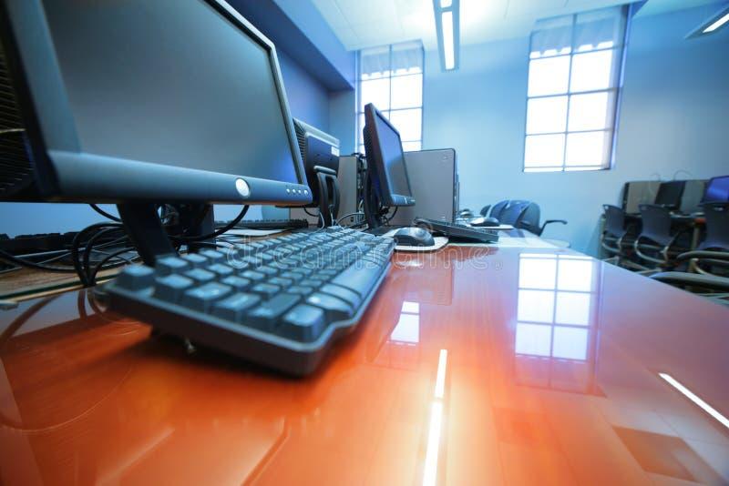 δωμάτιο υπολογιστών κλάσης στοκ εικόνα με δικαίωμα ελεύθερης χρήσης