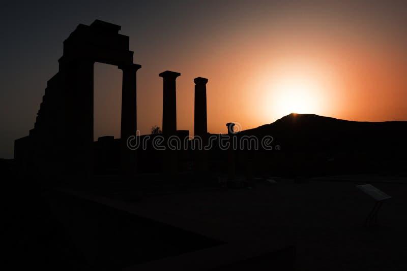 Δωρικός ναός Αθηνάς Lindia κατά τη διάρκεια του ηλιοβασιλέματος στην ακρόπολη Lind στοκ φωτογραφίες με δικαίωμα ελεύθερης χρήσης