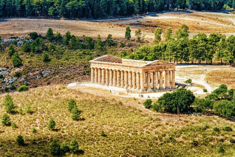 Δωρικός ναός σε Segesta στο νησί της Σικελίας στοκ φωτογραφία