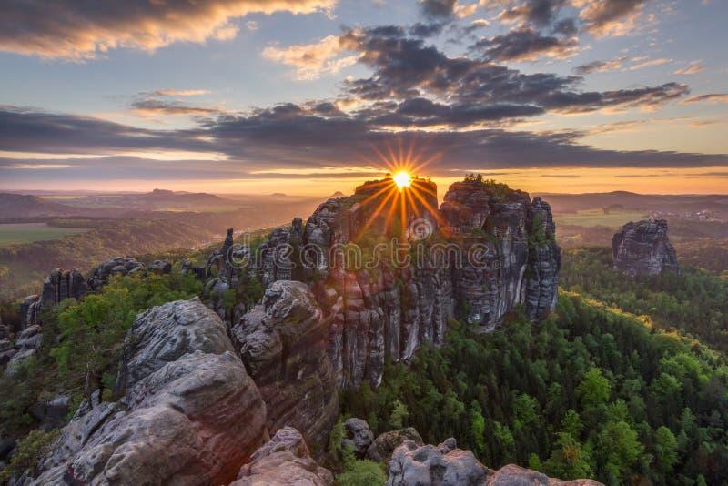 Δόξα ηλιοβασιλέματος άνοιξη στοκ φωτογραφίες