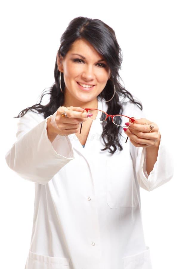 δόσιμο της γυναίκας οπτικών γυαλιών στοκ εικόνες με δικαίωμα ελεύθερης χρήσης
