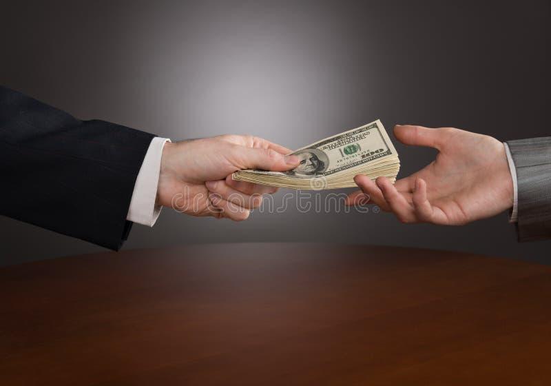 Δόσιμο των χρημάτων στοκ εικόνες