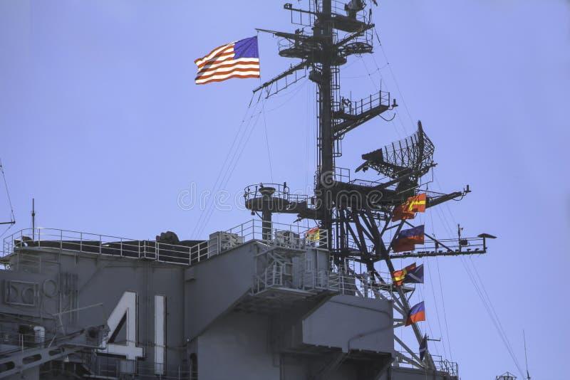 Δύναμη και υπερηφάνεια στην αμερικανικές σημαία και την πολεμική αεροπορία στοκ εικόνα με δικαίωμα ελεύθερης χρήσης