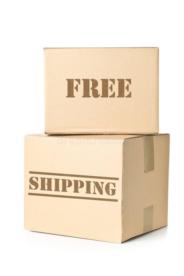 Δύο δέματα χαρτοκιβωτίων με την ελεύθερη στέλνοντας σφραγίδα στοκ εικόνα με δικαίωμα ελεύθερης χρήσης