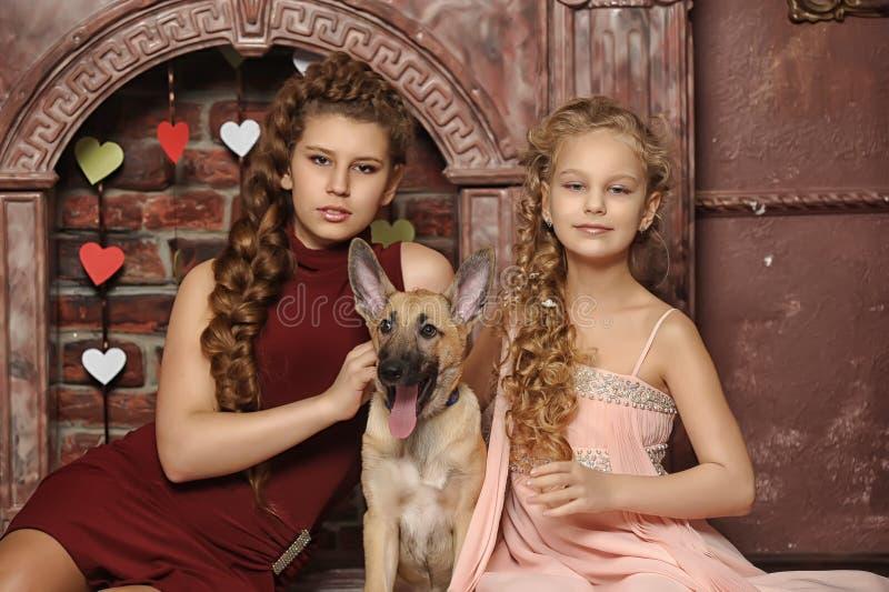 Δύο αδελφές στοκ φωτογραφία με δικαίωμα ελεύθερης χρήσης