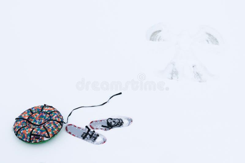 Δύο αντικείμενα για τους χειμερινούς αγώνες με το χιόνι στοκ εικόνα