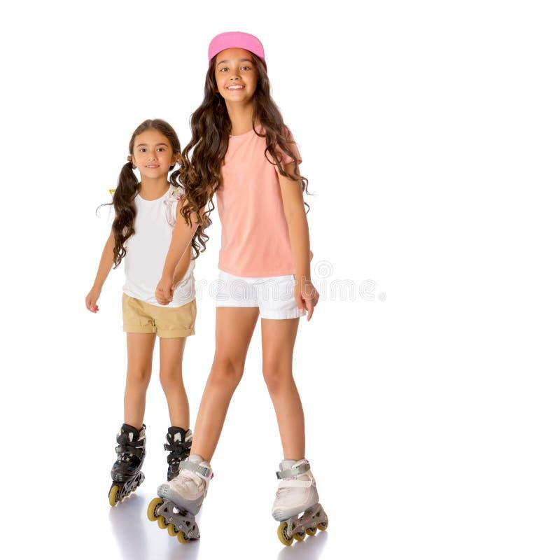 Δύο ασιατικά κορίτσια κύλινδρος-κάνουν πατινάζ στοκ φωτογραφία με δικαίωμα ελεύθερης χρήσης