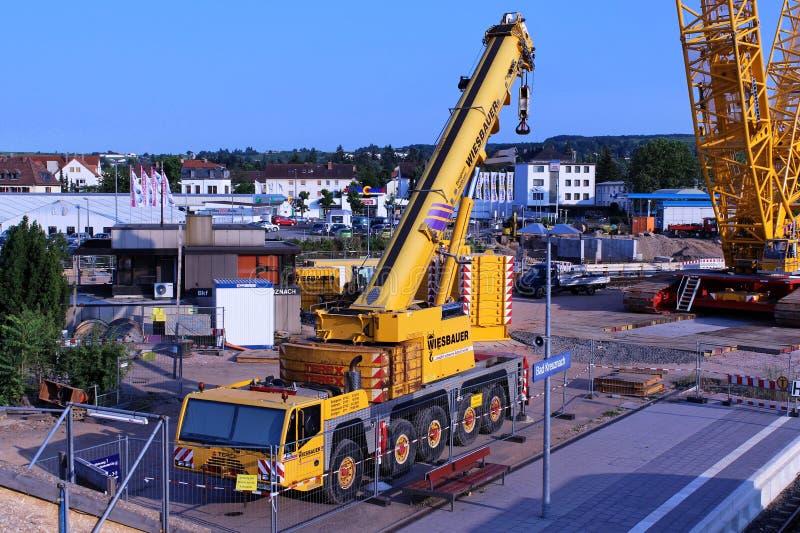 Δύο γερανοί σε ένα εργοτάξιο οικοδομής στοκ φωτογραφία με δικαίωμα ελεύθερης χρήσης
