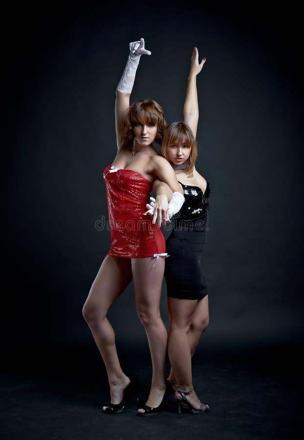 Δύο γοητευτικά κορίτσια στοκ φωτογραφία με δικαίωμα ελεύθερης χρήσης