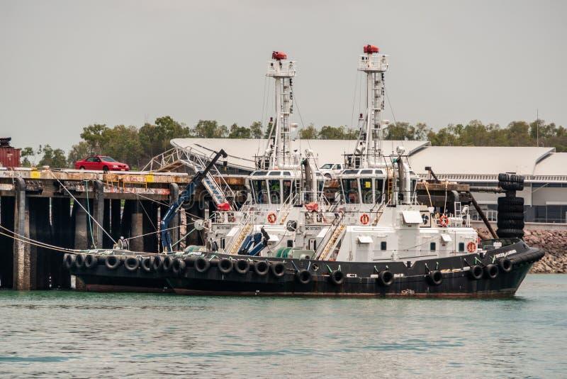 Δύο γραπτές βάρκες ρυμουλκών που δένονται στο λιμένα, Δαρβίνος, Αυστραλία στοκ φωτογραφίες με δικαίωμα ελεύθερης χρήσης