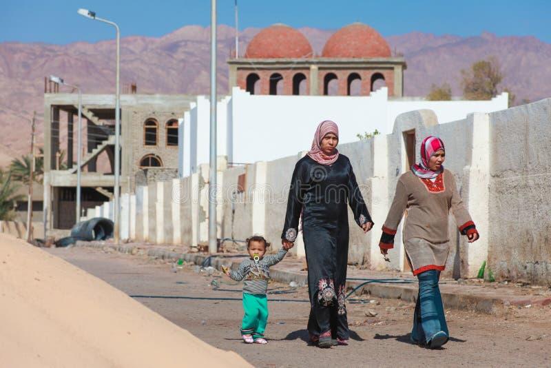 Δύο γυναίκες και ένα παιδί στοκ εικόνα