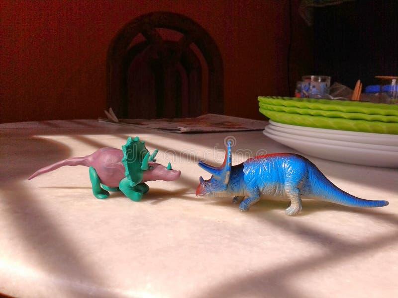 Δύο δεινόσαυροι παιχνιδιών στοκ φωτογραφία
