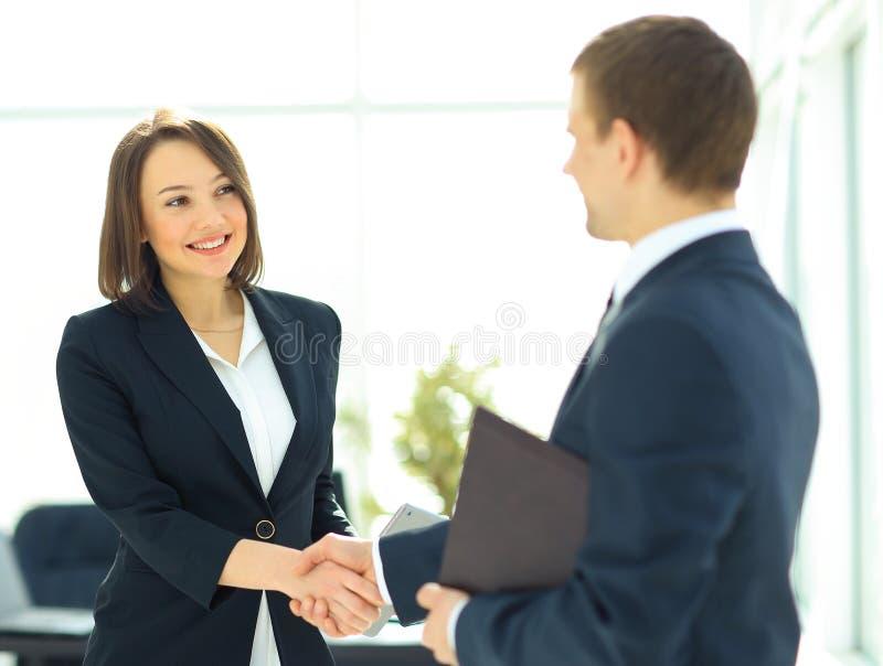 Δύο επαγγελματικοί επιχειρηματίες στοκ φωτογραφίες