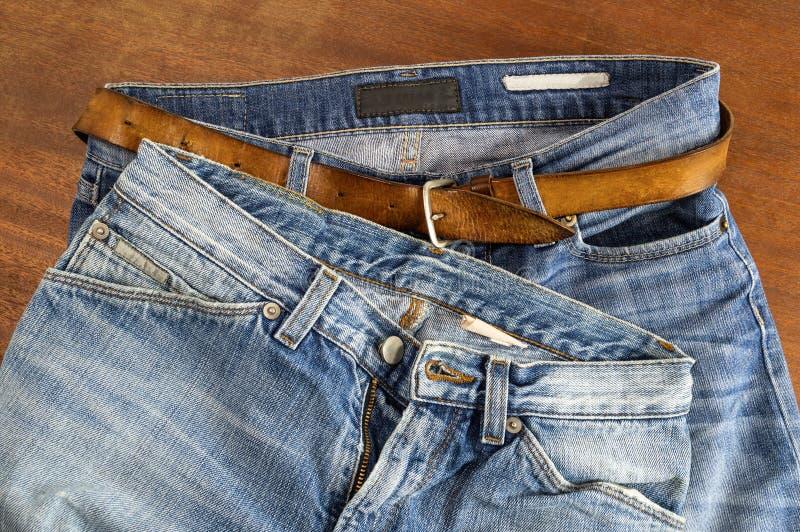 Δύο ζευγάρι του τζιν παντελόνι στοκ εικόνα