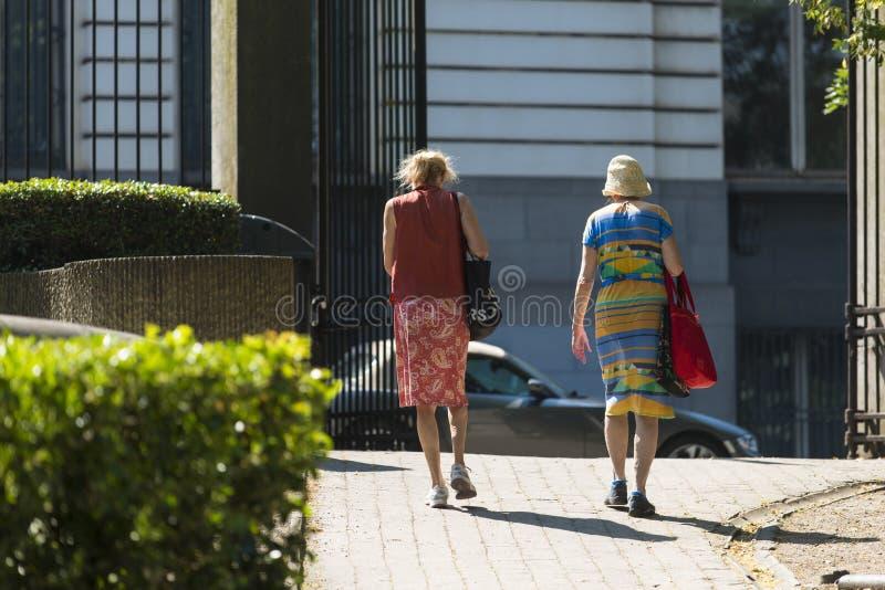 Δύο ηλικιωμένες γυναίκες στοκ εικόνα
