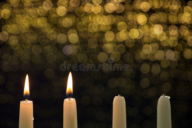 Δύο καίγοντας κεριά στη δεύτερη εμφάνιση στοκ φωτογραφία με δικαίωμα ελεύθερης χρήσης