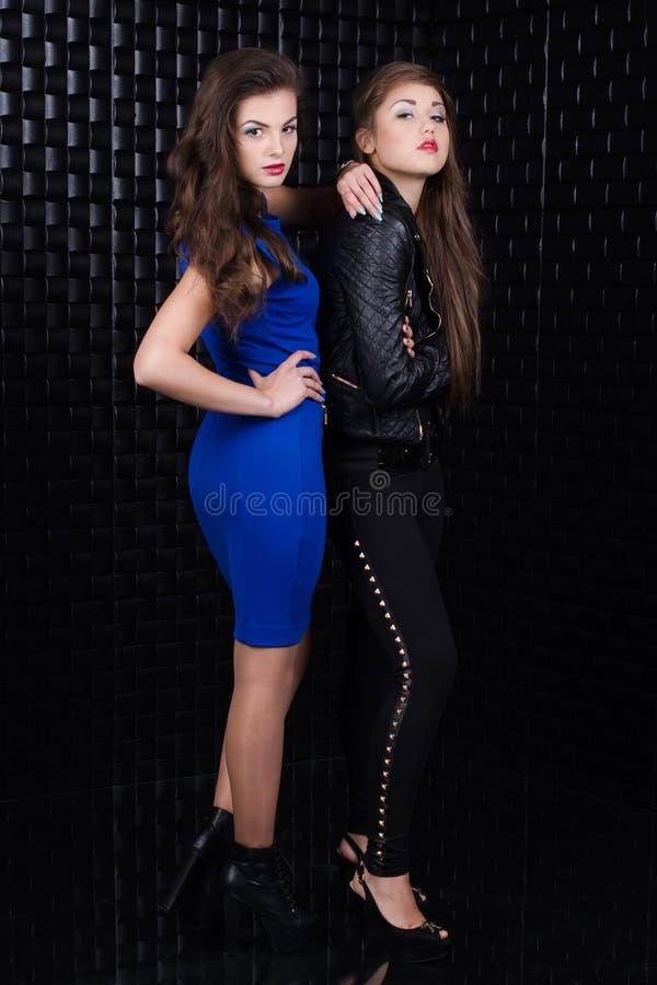 Δύο κορίτσια μόδας στοκ εικόνες
