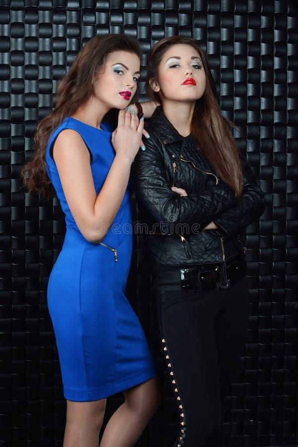 Δύο κορίτσια μόδας στοκ εικόνες με δικαίωμα ελεύθερης χρήσης