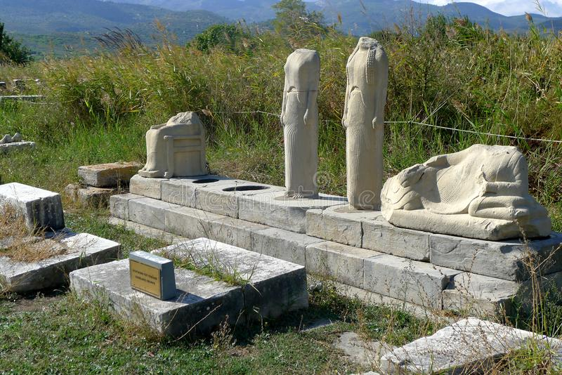 Δύο μαρμάρινες αποτυχίες στην περιοχή Ireo στο ελληνικό νησί της Σάμου στοκ φωτογραφία με δικαίωμα ελεύθερης χρήσης