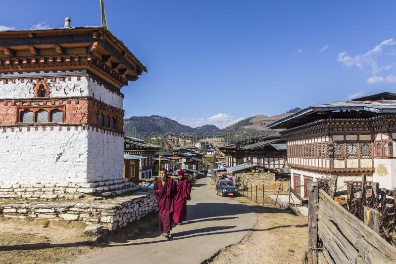 Δύο μοναχοί στο χωριό gangtey στοκ εικόνα με δικαίωμα ελεύθερης χρήσης