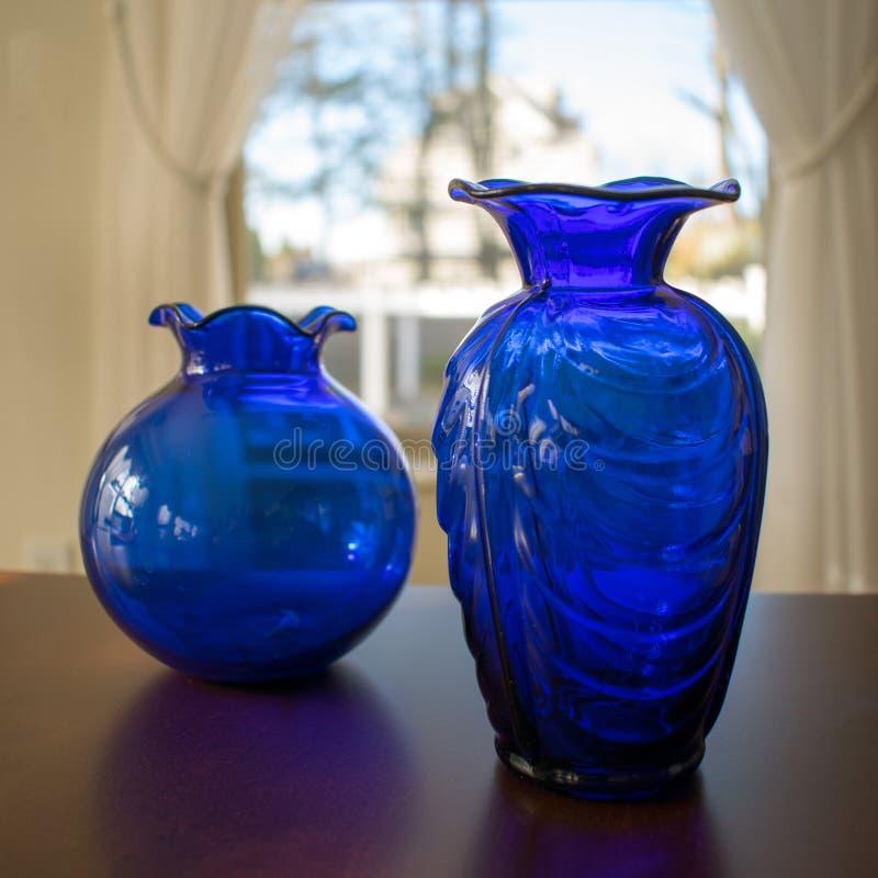 Δύο μπλε βάζα στοκ εικόνα