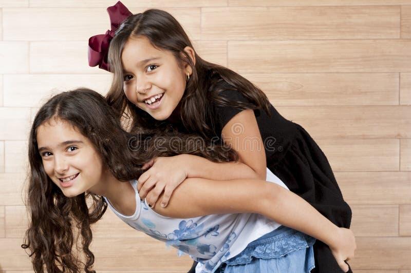 Δύο νέοι φίλοι στοκ εικόνα με δικαίωμα ελεύθερης χρήσης