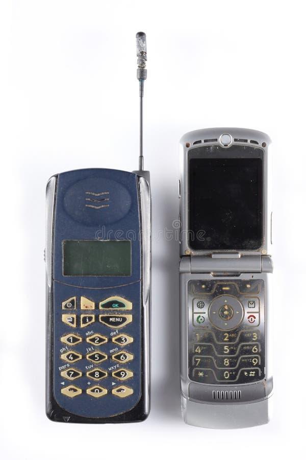 Δύο παλαιά κινητά τηλέφωνα που απομονώνονται στο άσπρο υπόβαθρο με το διάστημα αντιγράφων για το κείμενό σας στοκ φωτογραφίες